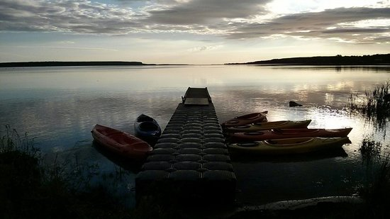 The Spirit Rock Outpost & Lodge : Sunrise at our Kayak dock in Bluewater park