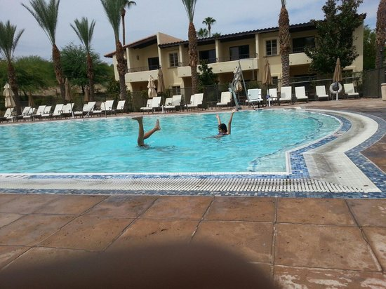 Omni Tucson National Resort: Pool side