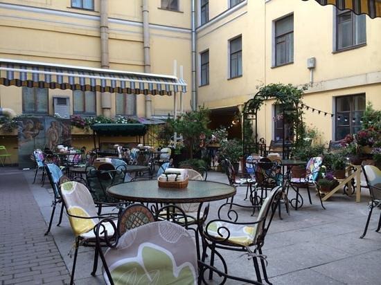 outside area of Teplo Restaurant