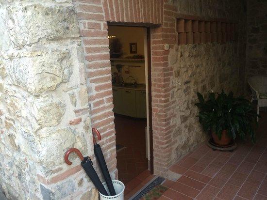 Borgo Lecchi B&B : Entrance to our apartment
