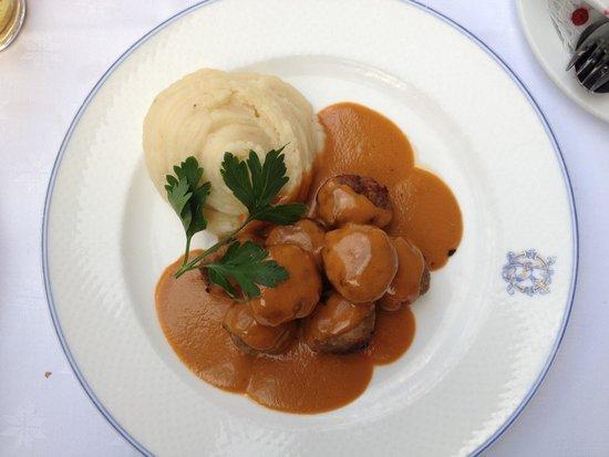 Operakallarens Bakficka : Meat ball!! Very nice.