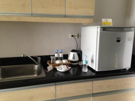 Baguio Burnham Suites Hotel : Pantry