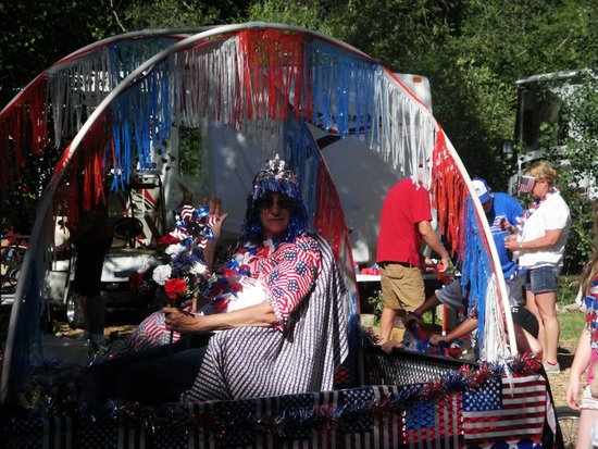 Lightner Creek Campground: 4th of July Parade