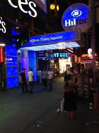 Hilton Times Square : entrance
