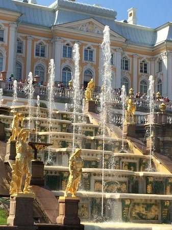 Grand Palace: petershof fountains sparkle and delight
