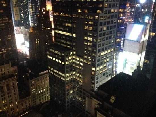 Hilton Times Square : view of Times Square from room 4403
