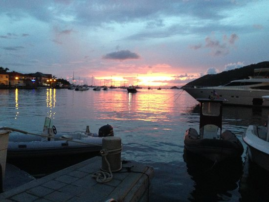 Hotel Le Village St Barth: Gustava at sunset
