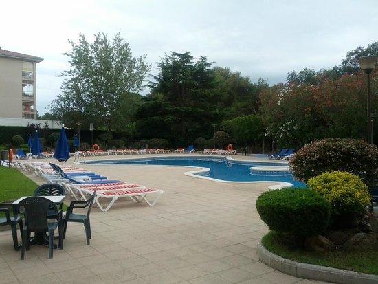 GHT Tossa Park Aparthotel : Хороший бассейн, достаточно шезлонгов