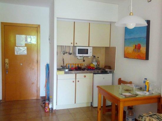 GHT Tossa Park Aparthotel: Кухня со всем необходимым
