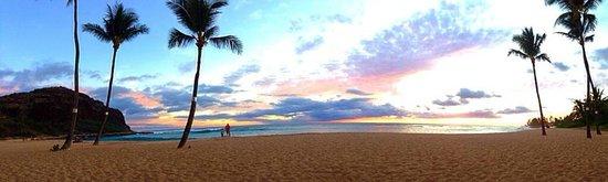 Makaha Beach Cabanas: Sunset!