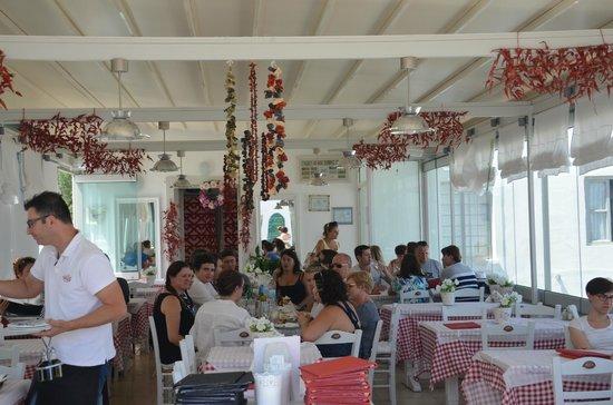 Ouzeri: Restaurant view