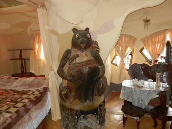 Crazy House: Медведь в номере!