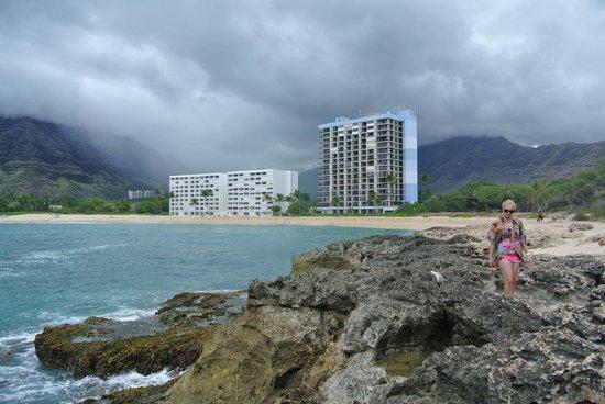Makaha Beach Cabanas: Rain in the mountains.