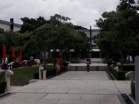 Amari Garden Pattaya: Pool area.