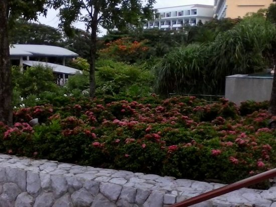Amari Garden Pattaya: Rear entrance to hotel which also goes out to the beach.