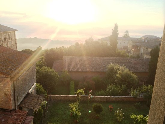 Hotel Leon Bianco: View from the bedroom in the morning