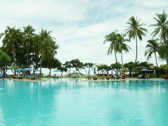 The Regent Cha Am Beach Resort : Pool side