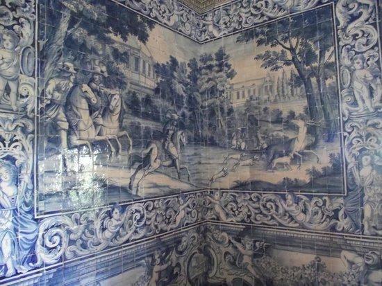 Palácio Nacional de Sintra (Palácio da Vila): Parede com azulejos da Sala dos Brasões.