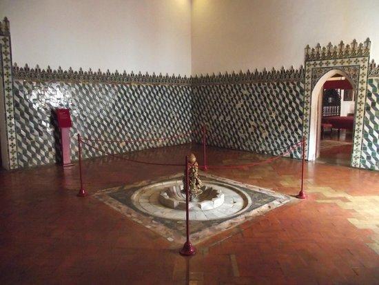 Palacio Nacional de Sintra: Uma das salas do palácio.