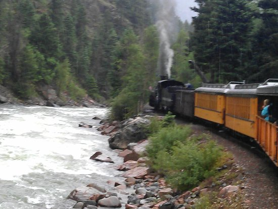 Durango and Silverton Narrow Gauge Railroad and Museum : Train by the river