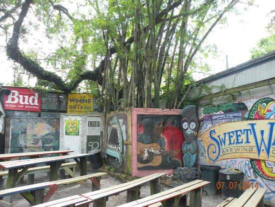 Skipper's Smokehouse: outdoor music venue