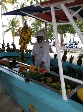 Dreams La Romana Resort & Spa : The Amazing Daily Fruit Boat