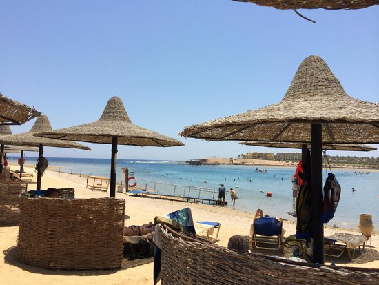 Steigenberger Coraya Beach: Beach was three deep with the sunbeds, shades and surrounds - never felt crowded and lots of spa