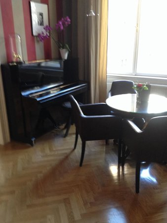 Hotel Altstadt Vienna: Feel free to play some music