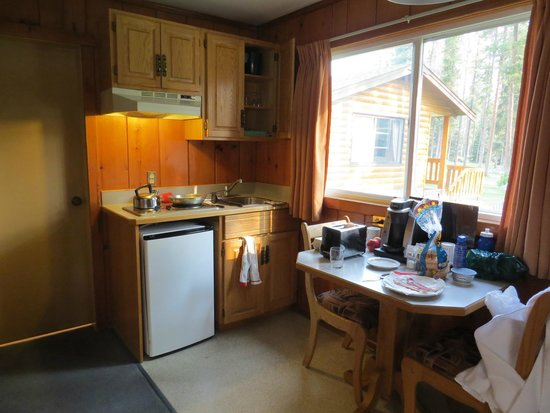 Becker's Roaring River Chalets: Kitchen