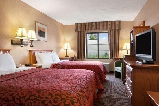 Days Inn & Suites Plattsburgh : Two Queen Bed Room