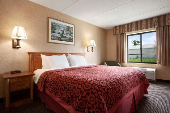Days Inn & Suites Plattsburgh : Business Place King Bed Room