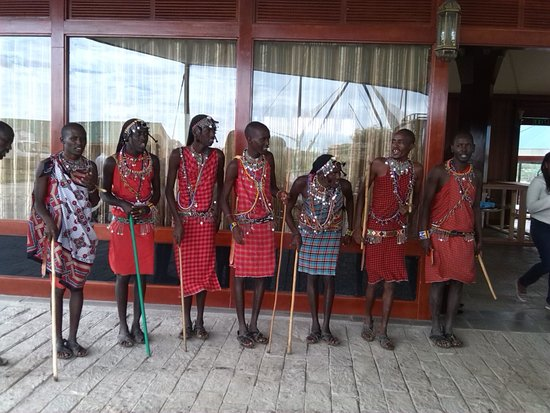 AA Lodge Masai Mara: masai morans welcome