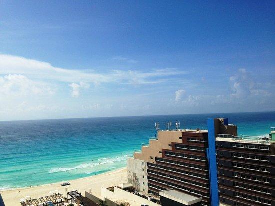 Secrets The Vine Cancún: sea view