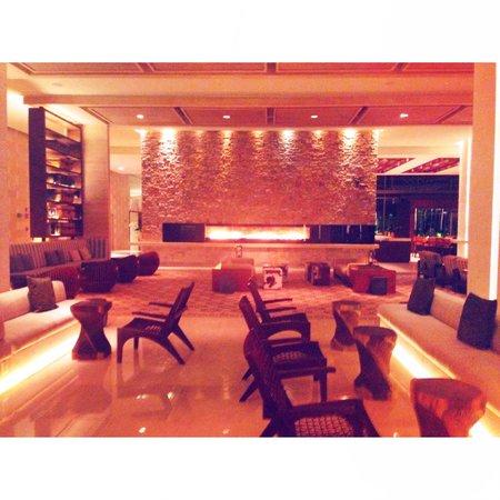 Secrets The Vine Cancún: lobby