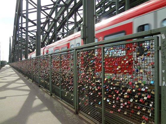 Hohenzollern Brücke: The number of locks is impressive