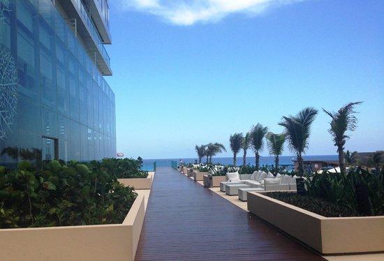 Secrets The Vine Cancun: terrace