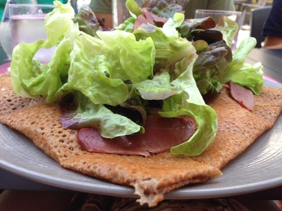 Au Louis d'Or: Galette with salad on top