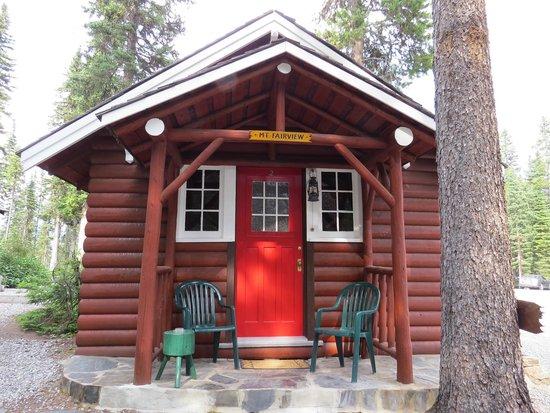 Paradise Lodge & Bungalows: cabin entrance