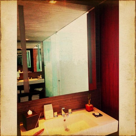 Secrets The Vine Cancún: bathroom