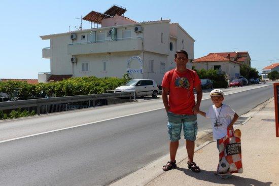 Pansion Zanic: На фоне отеля