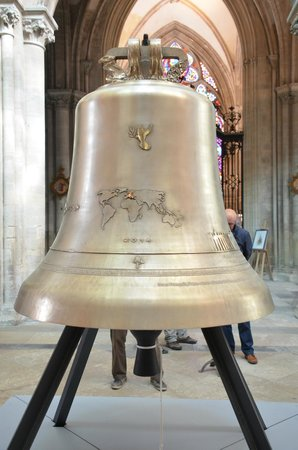 Notre Dame Cathedral: 70th annivversary D-Day bell from Great Britain