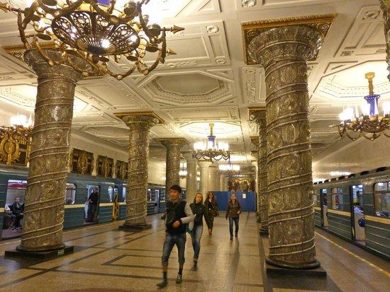 SPB Tours : Exquisite Subway!