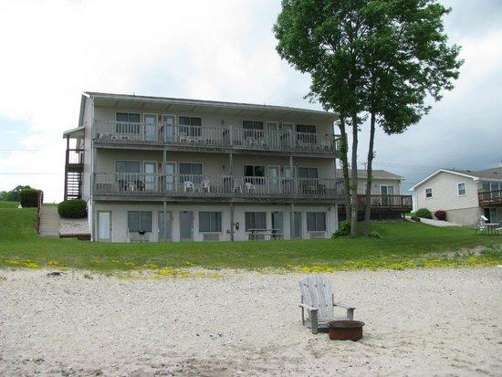 Algoma Beach Motel : The motel from the private beach