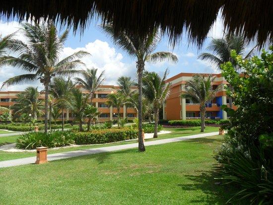 Grand Bahia Principe Tulum: Tulum grounds