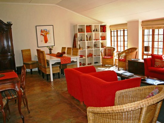Madi a Thavha Mountain Lodge: Farm house lounge