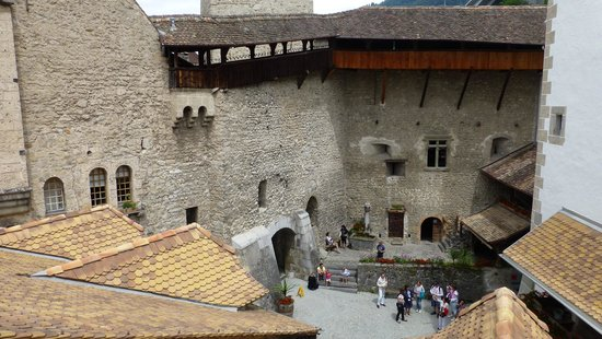 Chateau de Chillon: Vista del patio 1 (tiene 3)