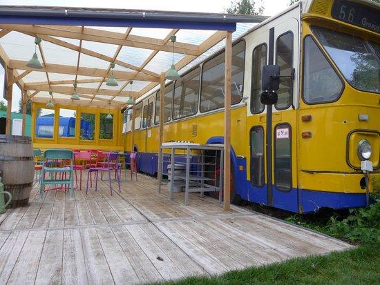 Lucky Lake Hostel : Breakfast-Bus