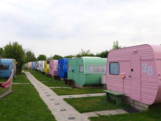 Lucky Lake Hostel : Caravan-Rooms