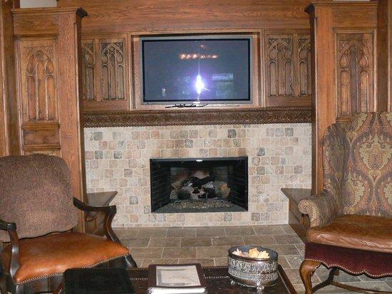 1900 Inn on Montford: Fireplace