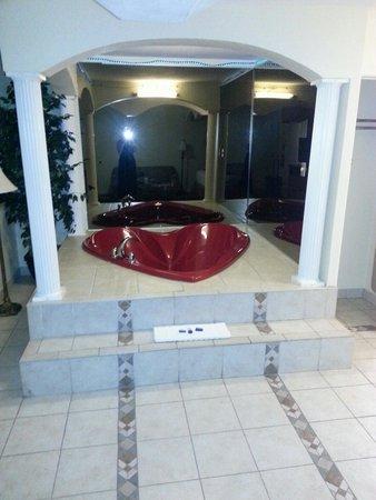 Best Western Cityplace Inn: Tub area
